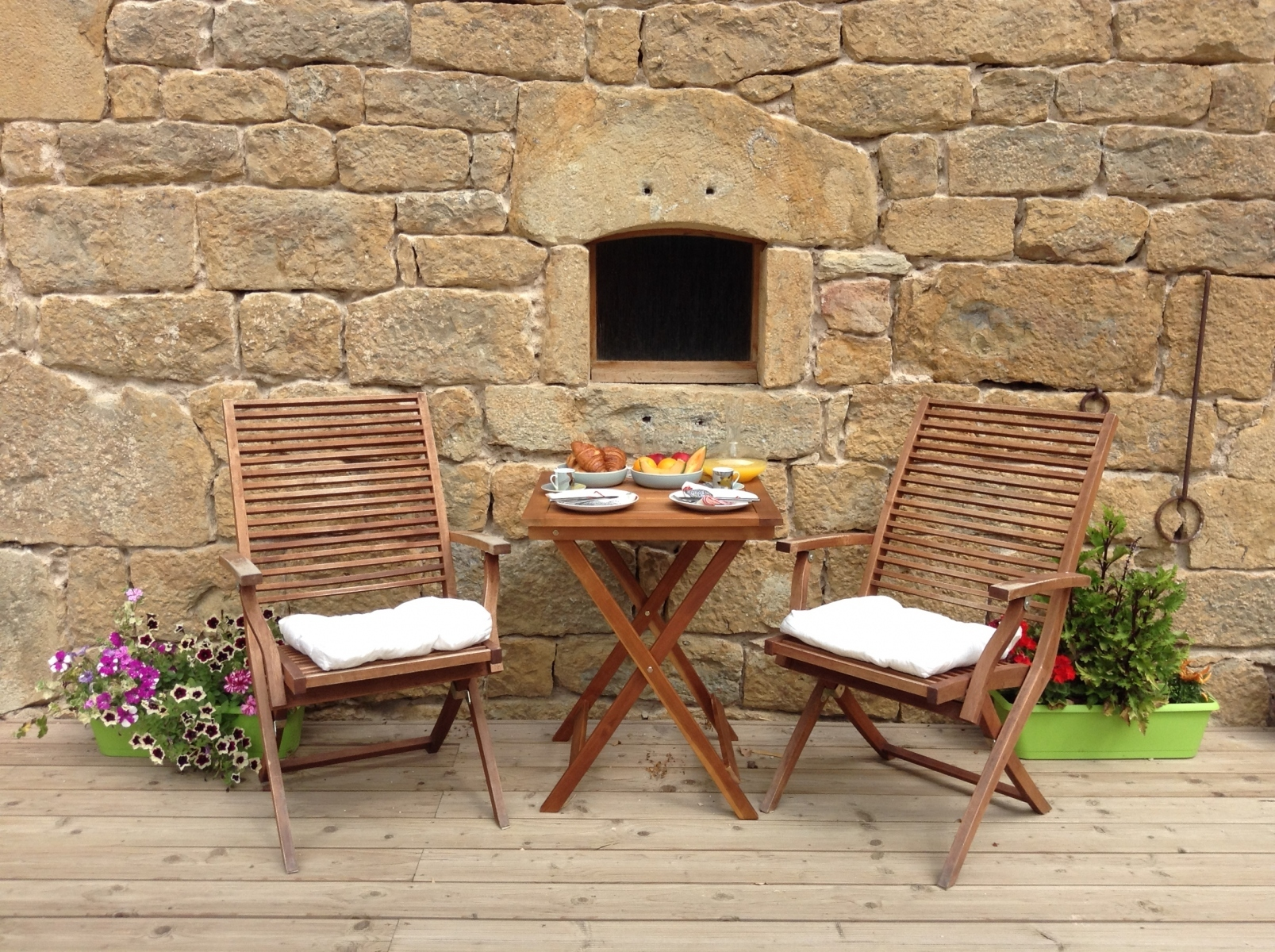 Breakfast-outdoors